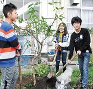 「伝十郎桃」を植樹