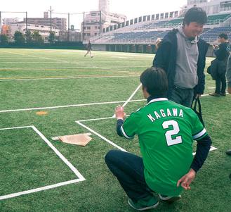 フィールドを開放し、かつての川崎球場の内野を再現する