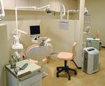 パーテーションで区切られた診療室