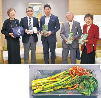 福田市長を囲む渥美和幸さん(左から2番目)ら=上写真。完成したのらぼう菜キムチ