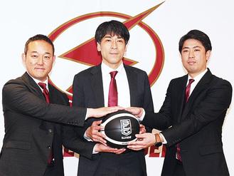 決意を語った(右から)佐藤HC、北GM、元沢社長