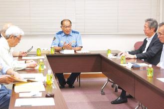 迷惑電話防止機能付機器の必要性語る増田署長(中央)