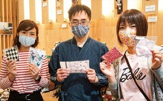マスクを手にする奈良さん、小林さん、米澤さん(左から)