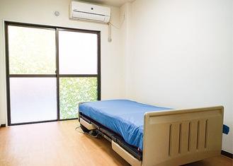 介護ベッドとエアコンは備え付け