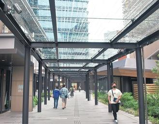JR川崎タワーに続く歩行者デッキ