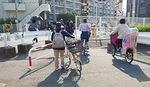 新川崎駅に通じる通路が狭い踏切付近