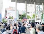 川崎駅前で行われているヘイト街宣(今年6月)