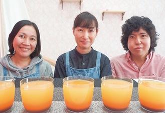 「乱舞線」を前に笑顔の倉林さん、市川さん、福岡さん(左から)