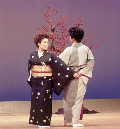 伝統の舞踊で観客を魅了