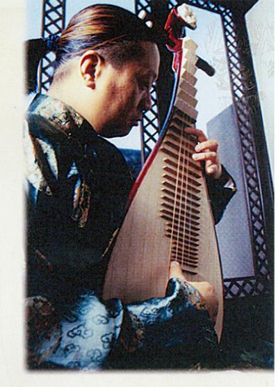 中学校で中国琵琶の鑑賞会