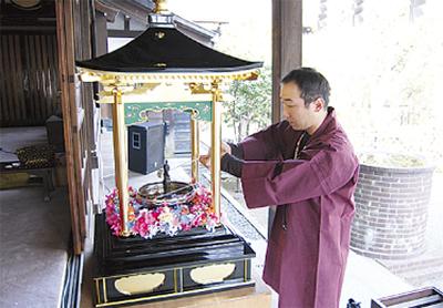 各地の寺で花まつり