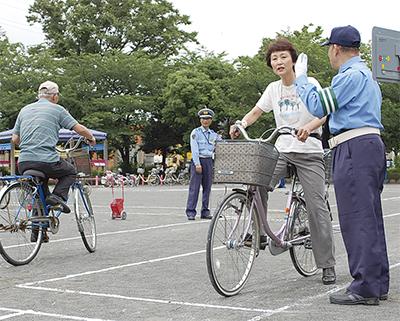自転車の安全な乗り方学ぶ