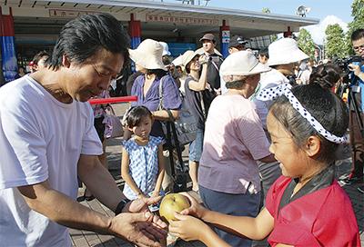 長十郎梨の収穫祝う