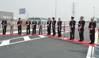 江ヶ崎跨線(こせん)橋が開通