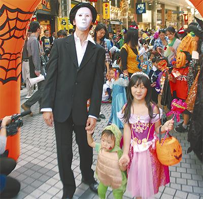 ちびっ子たちもハロウィンパレード