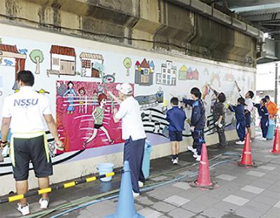 川崎中生と壁画清掃