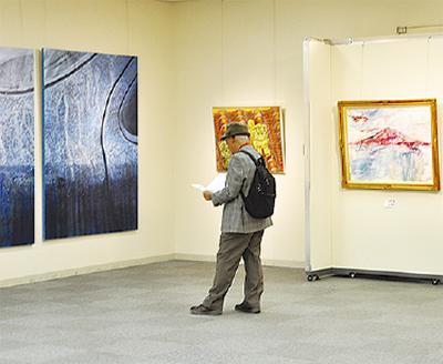 日韓美術作品100点展示