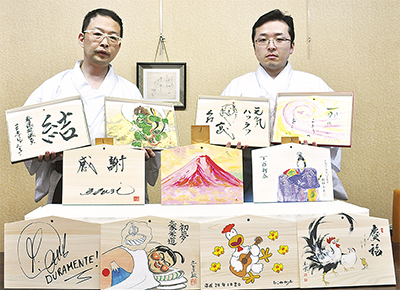 稲毛神社で有名人絵馬展