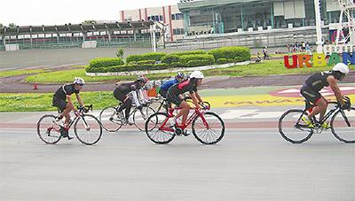競技自転車でバンク走行