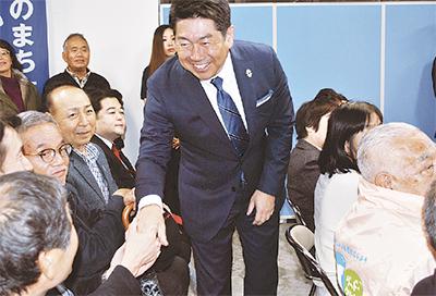 福田氏 40万票で再選