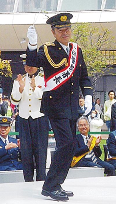 勝野洋さんが一日署長