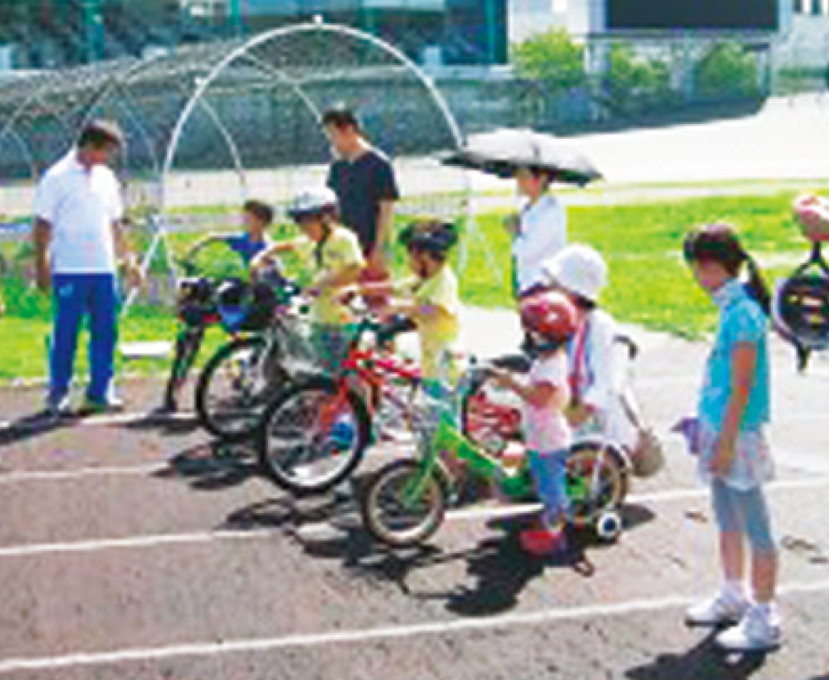 競輪OBが指導、自転車教室