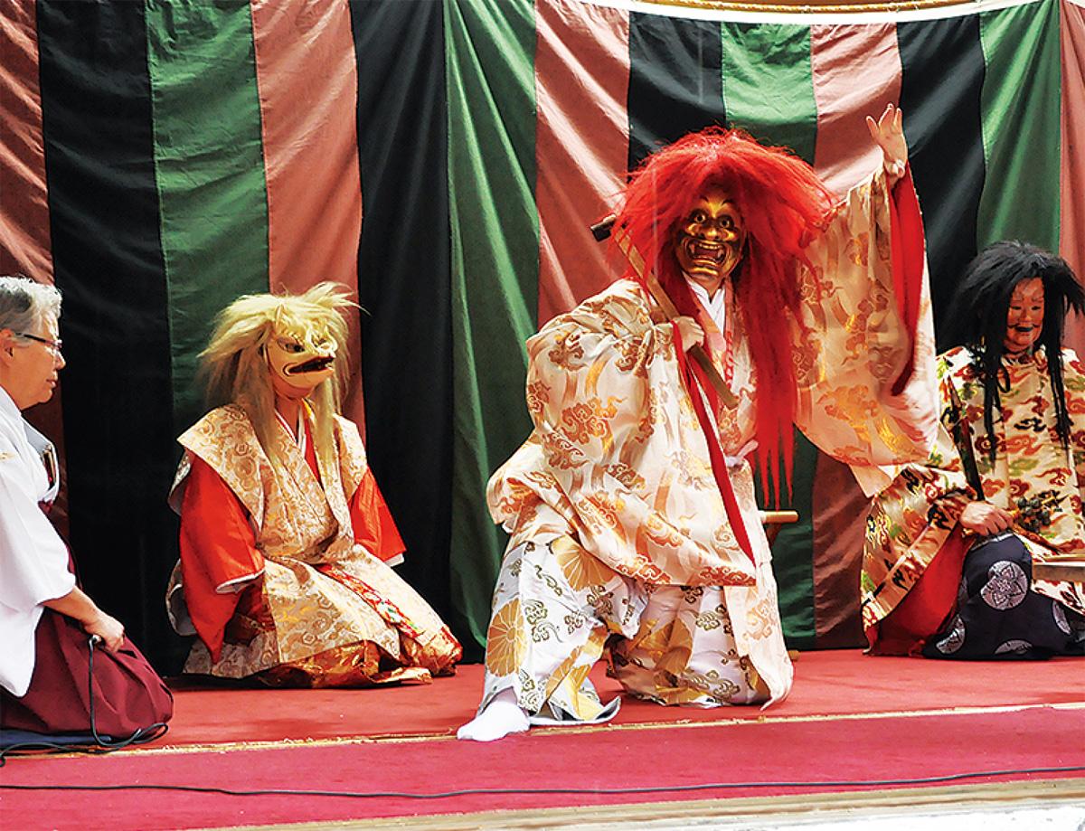 例大祭で神楽披露