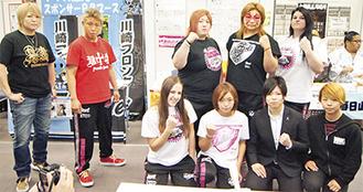 記者会見を行ったディアナの所属選手(一番左が堀田選手、後列右から2番目が井上選手)