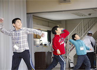 距離を競い合う児童