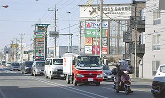 慢性的な渋滞が発生している末吉橋手前の交差点