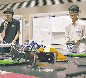 ロボットを巧みに操作する参加者