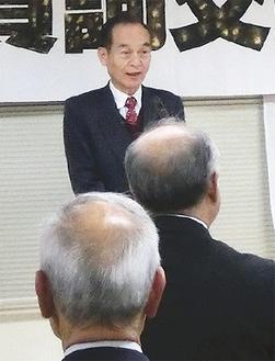 あいさつに立つ齊木会長