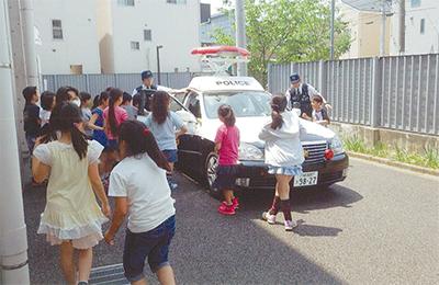 小学校で交通安全教室