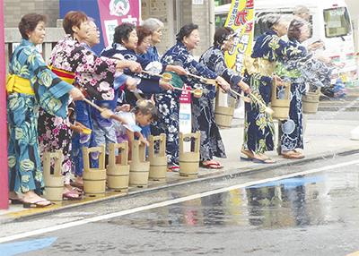 鹿島田3商店街で打ち水