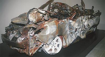 市内施設に事故車両展示