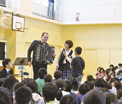 東門前小児童と音楽交流