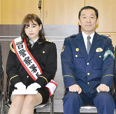 篠崎愛さんが一日署長