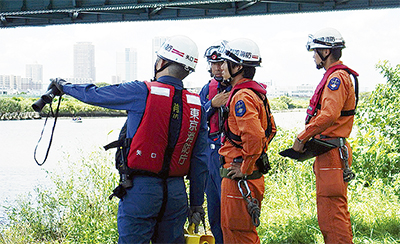 多摩川で合同訓練
