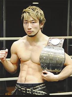 藤原選手は埼玉県出身。21歳の時に秋本道場の門を叩いた
