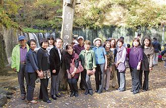 白糸の滝で記念写真