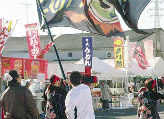 大盛況だった市場祭り。歳末も大勢の人出が予想される