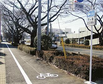 実験エリアには自転車一方通行の標識も