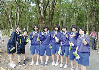 地元の中学生も清掃活動に積極的に参加した