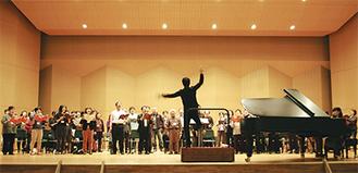 12月7日の開催を控え、追い込みをかける合唱団