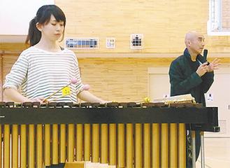 授業を担当した岩下さん(右)と佐藤さん