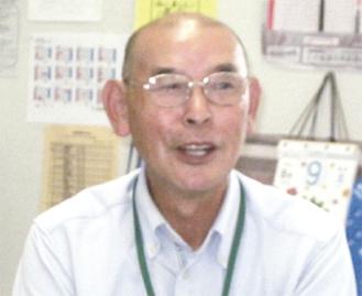 講演する吉田忠雄さん