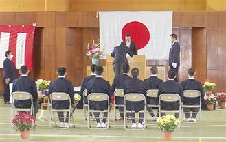 保護者も集い行われた卒業式