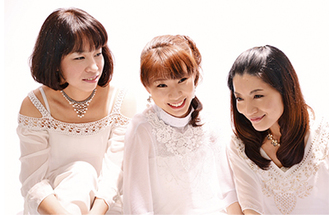 昨年に引き続き出演するXUXU(シュシュ)の3人