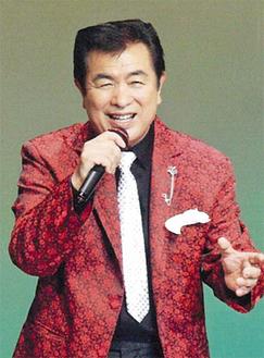 熱唱する平浜ひろしさん=2月、あじさい会館