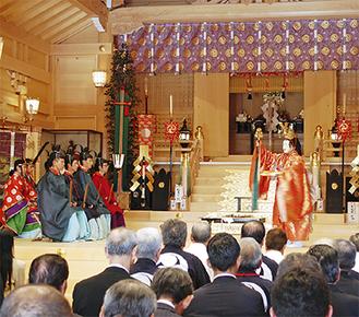 多くの参列者で賑わった新社殿=20日、亀ヶ池八幡宮